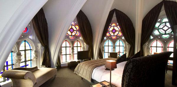 perierga.gr - Πανέμορφο ξενοδοχείο σε... εκκλησία!