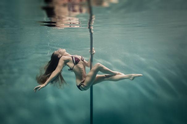 perierga.gr - Υποβρύχιο pole dancing!