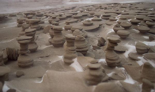 """perierga.gr - Παράξενοι παγωμένοι """"πύργοι"""" άμμου σε λίμνη!"""
