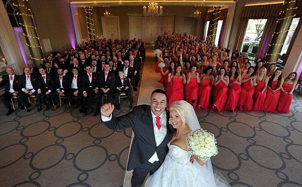 perierga.gr - Γάμος με 130 παράνυφους και 103 συνοδούς γαμπρού!