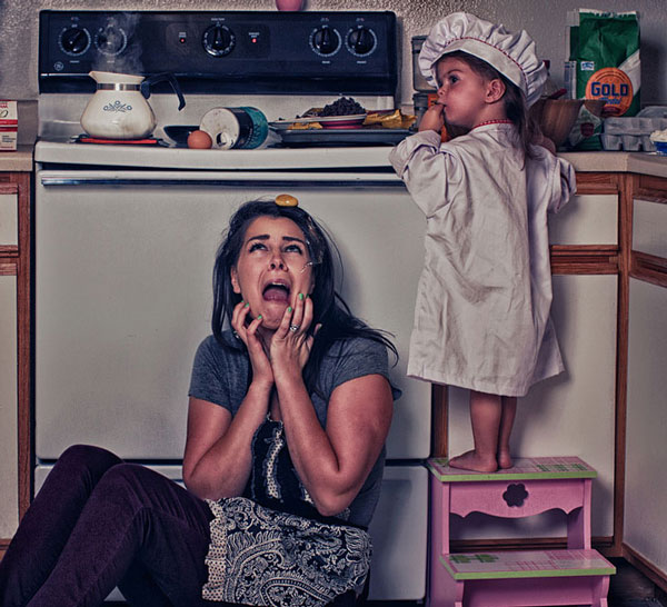 perierga.gr - Μαμά & κόρη ζουν ένα χάος στο σπίτι!
