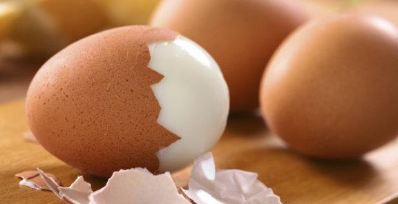 perierga.gr - Καθαρίστε... μαγικά τα αυγά από τα τσόφλια!