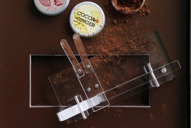 perierga.gr - Σνιφάροντας... σοκολάτα!