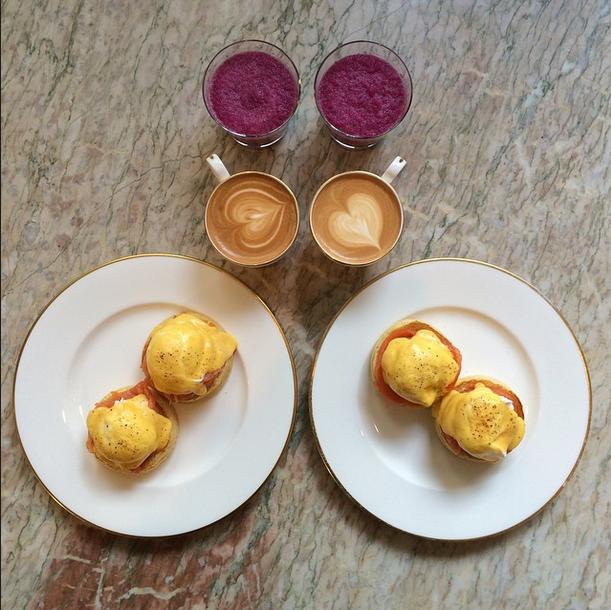 perierga.gr - Το συμμετρικό πρωινό ενός ζευγαριού!