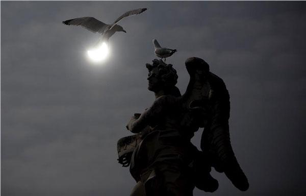 perierga.gr - Η εκπληκτική έκλειψη ηλίου 2015!
