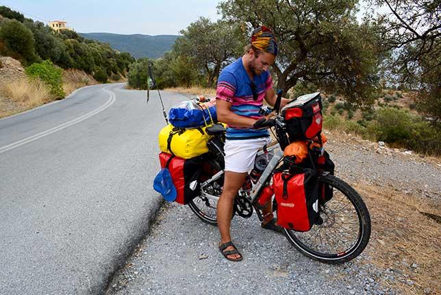 perierga.gr- Κάνοντας τον γύρο του κόσμου με ποδήλατο!