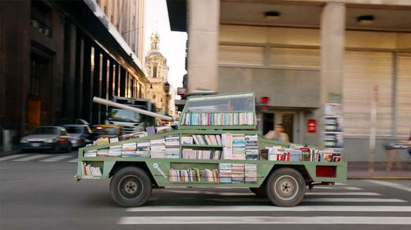 perierga.gr - Τανκ οπλισμένο με... 900 βιβλία!
