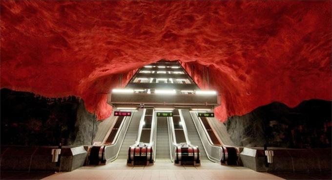 perierga.gr - Το υπέροχο Μετρό της Νάπολης σε ένα βίντεο!