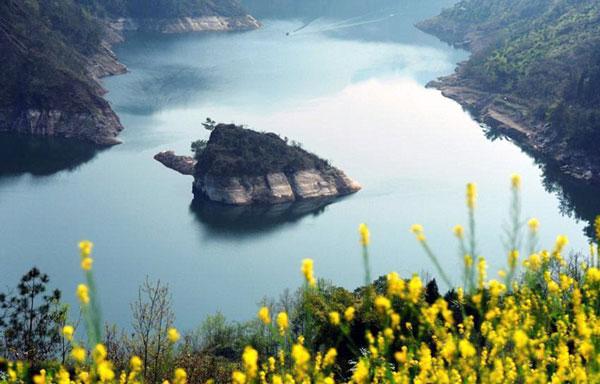perierga.gr - Κινέζικο νησί εμφανίζεται μόνο την άνοιξη!