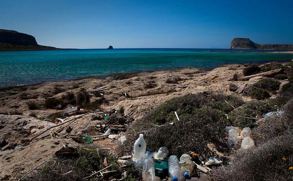 perierga.gr - Πλαστικά σκουπίδια από τις θάλασσες, πρώτη ύλη για την Adidas!
