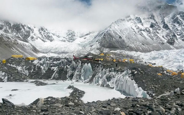 perierga.gr - Ο σεισμός του Νεπάλ κόντυνε το Έβερεστ!