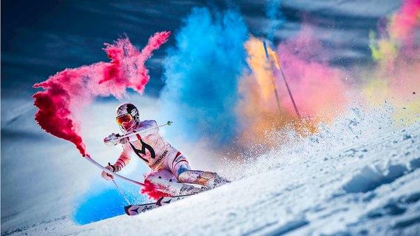 perierga.gr- Κάνοντας σκι στο χιόνι με... χρώμα!