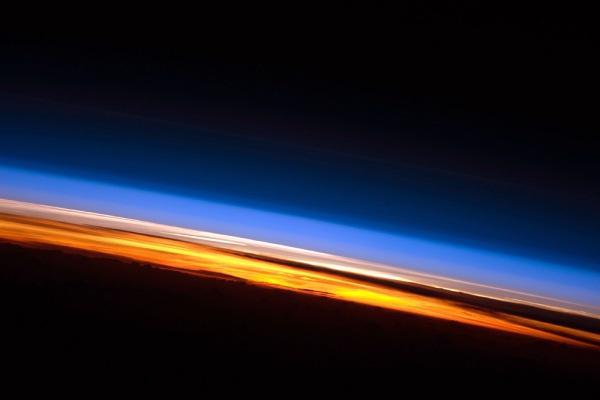 perierga.gr - Η ανατολή του Ήλιου από το Διεθνή Διαστημικό Σταθμό!