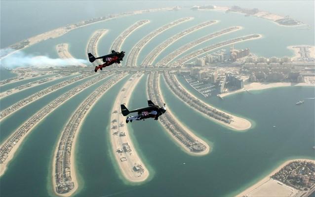 perierga.gr - Πετώντας πάνω από το Ντουμπάι!