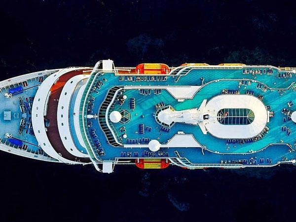 perierga.gr - Φωτογραφίζοντας κρουαζιερόπλοια από ψηλά!