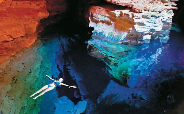 """perierga.gr - Μια """"φυσική πισίνα"""" ανάμεσα στα βράχια!"""