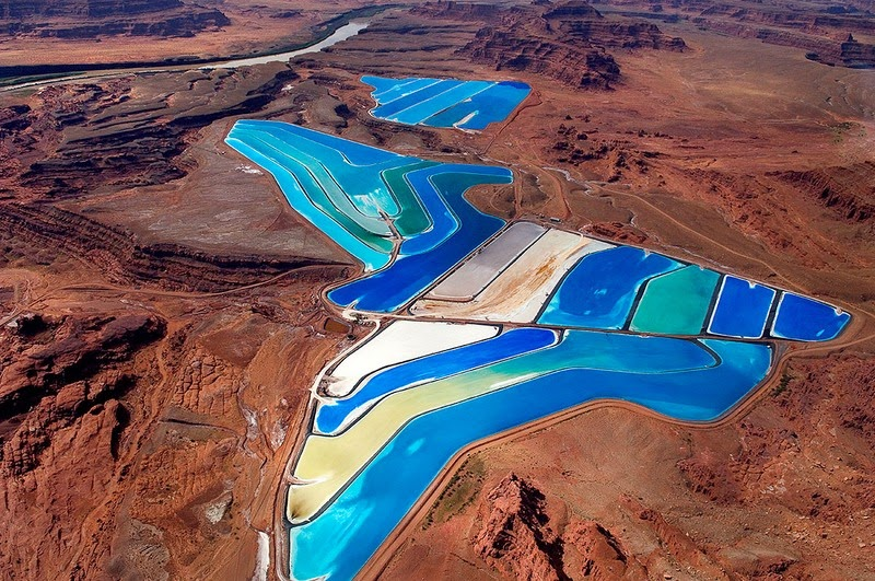 perierga.gr - Πολύχρωμες λίμνες στην έρημο!