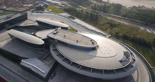 perierga.gr - Κινέζος έφτιαξε την εταιρεία του σαν το Star Trek!