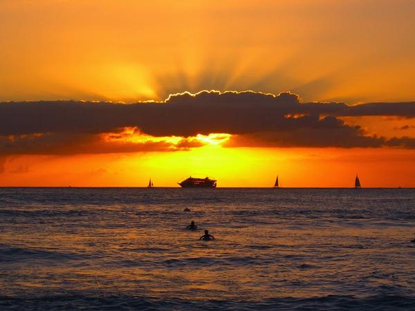 Perierga.gr - Φανταστικές εικόνες από ηλιοβασιλέματα στη θάλασσα