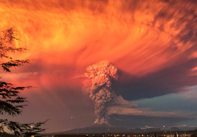 perierga.gr - Η έκρηξη του ηφαιστείου Calbuco σε ένα βίντεο!