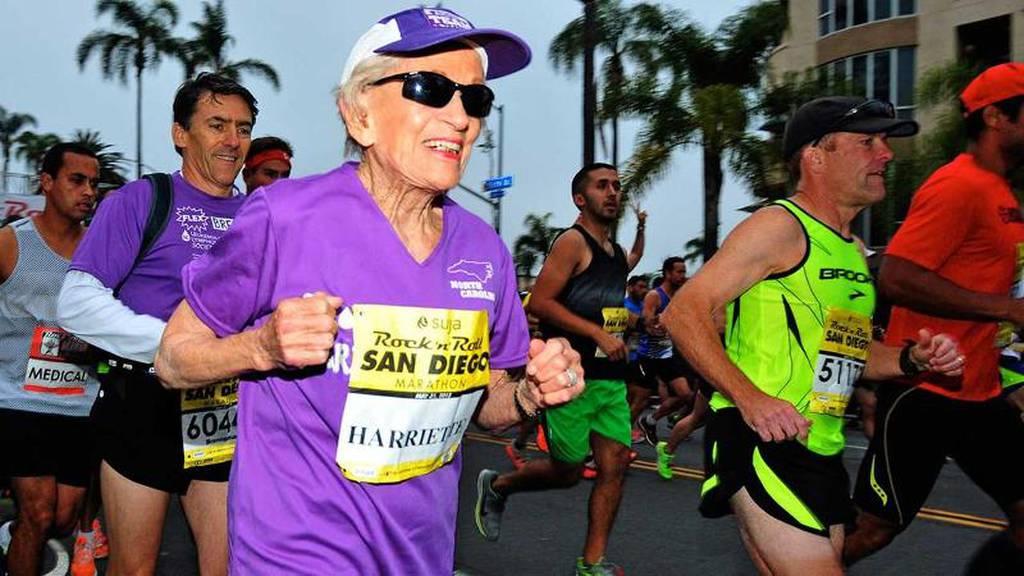 perierga.gr - 92χρονη τερμάτισε σε Μαραθώνιο!