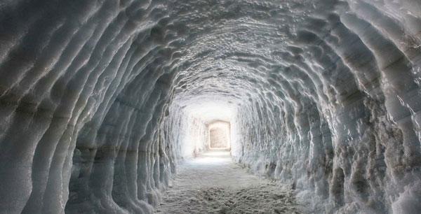 perierga.gr - Το πρώτο τούνελ στον πάγο φτιαγμένο από ανθρώπινο χέρι!