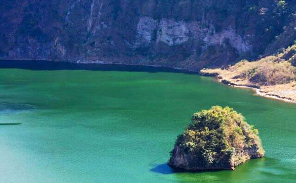 perierga.gr - Vulcan point: Παράξενο ηφαιστειακό νησί σε λίμνη!