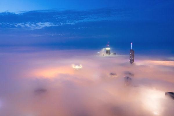Perierga.gr - Η ομίχλη... καταπίνει το Σικάγο!