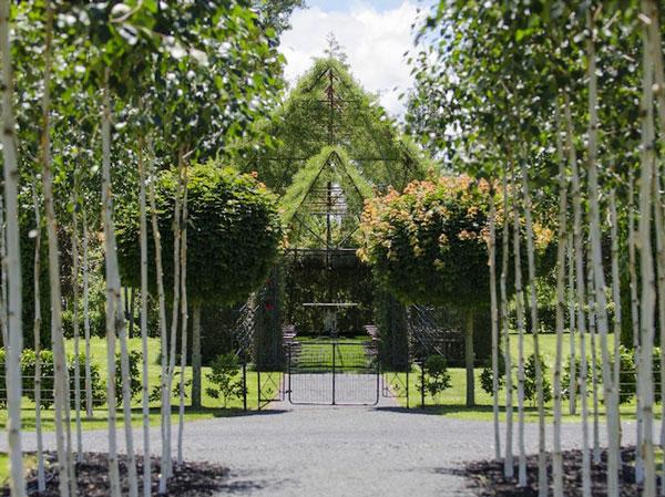 perierga.gr - Εκκλησία φτιαγμένη από δέντρα!