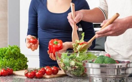 perierga.gr - Oι παντρεμένοι τρώνε πιο υγιεινά!