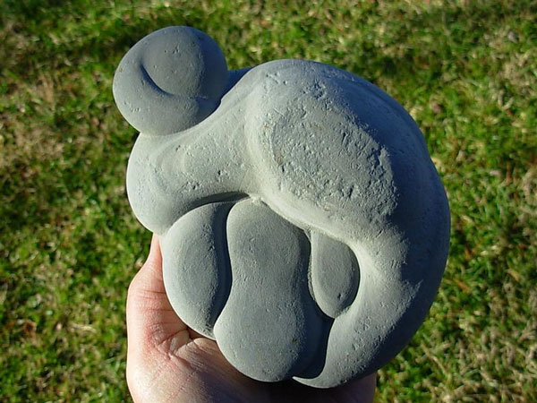 "perierga.gr - Οι παράξενες ""πέτρες της νεράιδας""!"
