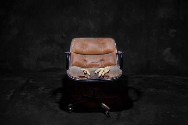 Perierga.gr - Αν οι καρέκλες ήταν... άνθρωποι!