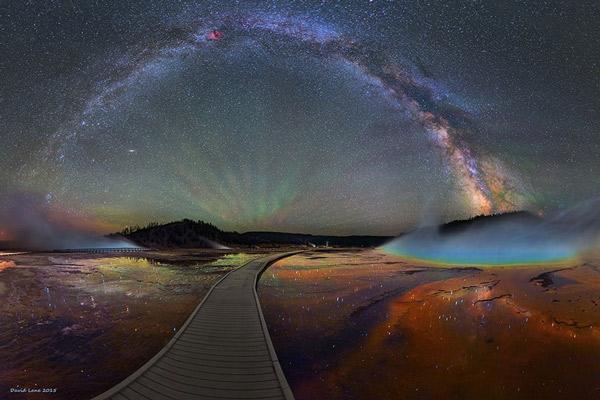 Perierga.gr - Εντυπωσιακές εικόνες του γαλαξία μας πάνω από το Yellowstone