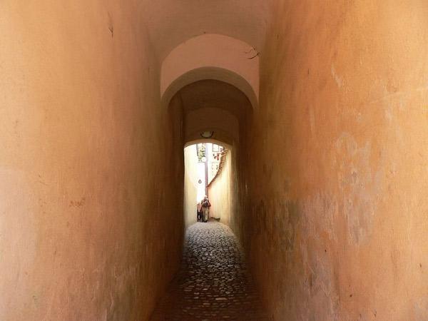 Perierga.gr - Οι πιο στενοί δρόμοι στον κόσμο