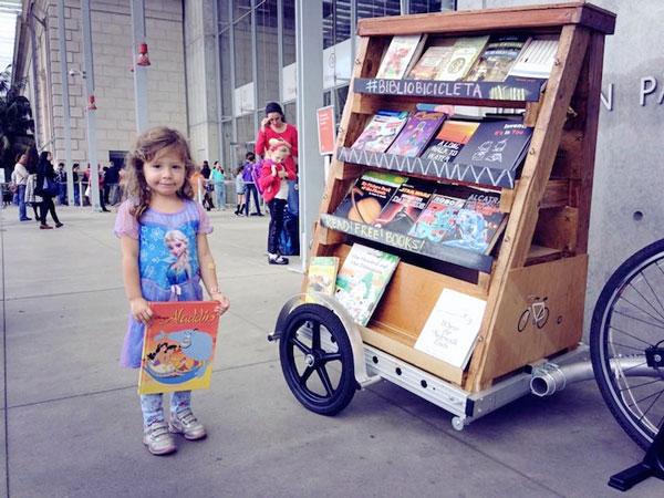 perierga.gr - Bibliobicicleta: Βιβλιοθήκη σε... ποδήλατο!