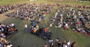 perierga.gr - 1.000 μουσικoί παίζουν ταυτόχρονα κομμάτι ροκ!