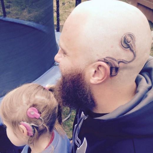 perierga.gr - Πατέρας έκανε τατουάζ για τον καλύτερο λόγο που μπορείς να φανταστείς!