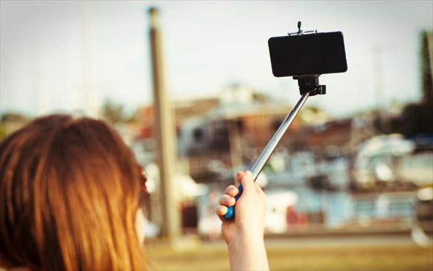 perierga.gr - Οι πολλές selfies κάνουν κακό στην υγεία!