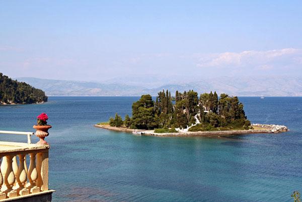 perierga.gr - Πανέμορφες εκκλησίες & μοναστήρια σε νησάκια!