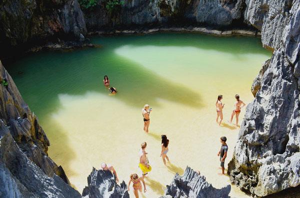 perierga.gr - Μια μυστική παραλία, κρυμμένη στα βράχια!