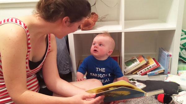 perierga.gr - Το μωρό κλαίει μόλις τελειώσει το παραμύθι!