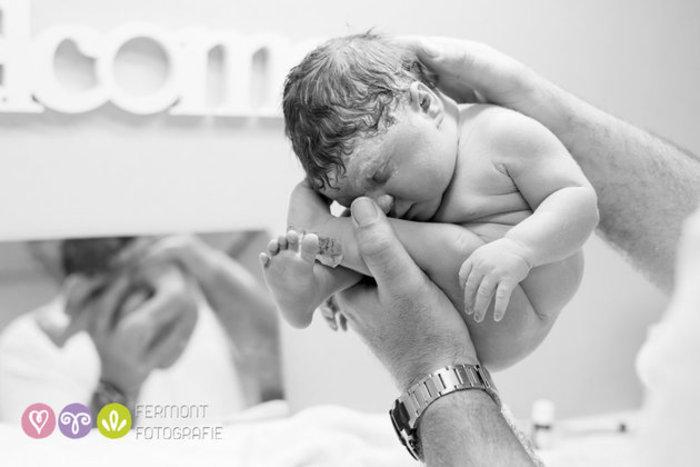 perierga.gr - Νεογέννητα φωτογραφίζονται όπως στη μήτρα!