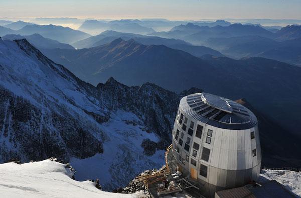 perierga.gr - Φουτουριστικό ορειβατικό καταφύγιο στις Άλπεις