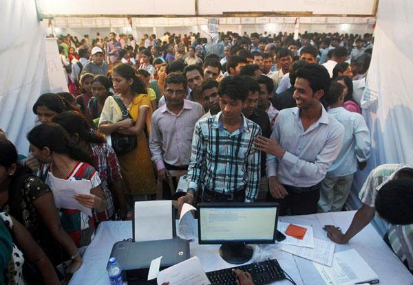 perierga.gr - 2,3 εκατομμύρια αιτήσεις για μόλις 368 θέσεις εργασίας στην Ινδία!
