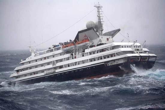 "Perierga.gr - Πλοία ""παλεύουν"" με τεράστια κύματα (βίντεο)!"