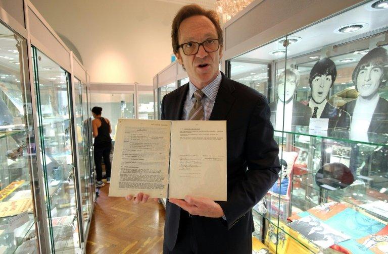 perierga.gr - 75.000 δολάρια για το πρώτο συμβόλαιο των Beatles!