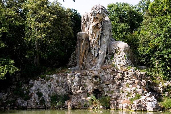 perierga.gr - Παράξενο άγαλμα με κρυφά δωμάτια!