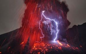 perierga.g r- Αστραπές μέσα σε ηφαιστειακή τέφρα!