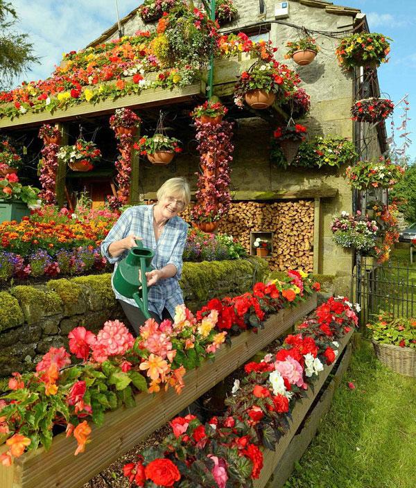 """perierga.gr - Πανέμορφα σπίτια """"πνιγμένα"""" στα λουλούδια!"""