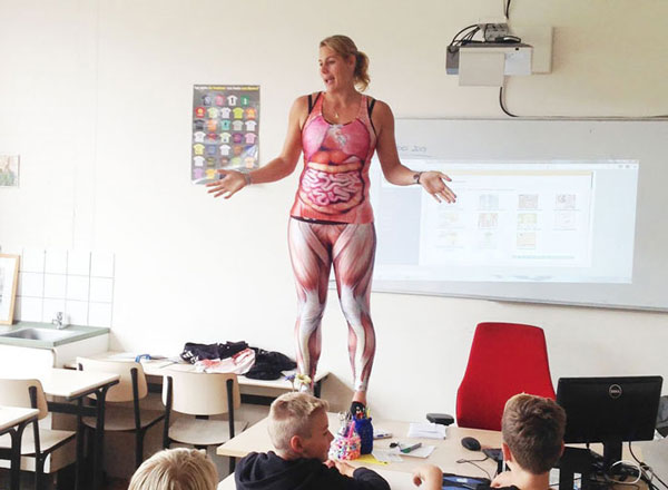 perierga.gr - Kαθηγήτρια Βιολογίας διδάσκει με πρωτότυπο τρόπο!